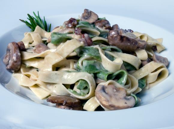 Sp;nach & Egg Fettuccini with Wild Mushrooms & Pancetta (Straw & Hay)
