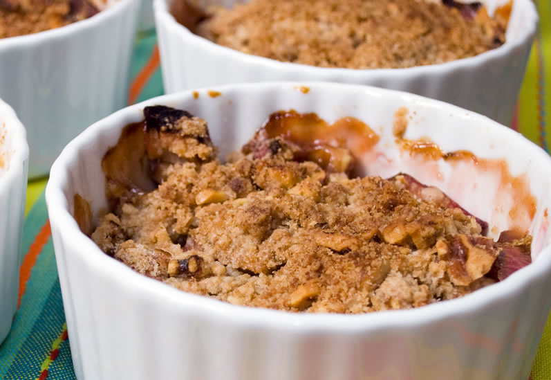 Rhubarb Apple Crisp with Toasted Hazelnut Streusel | LunaCafe