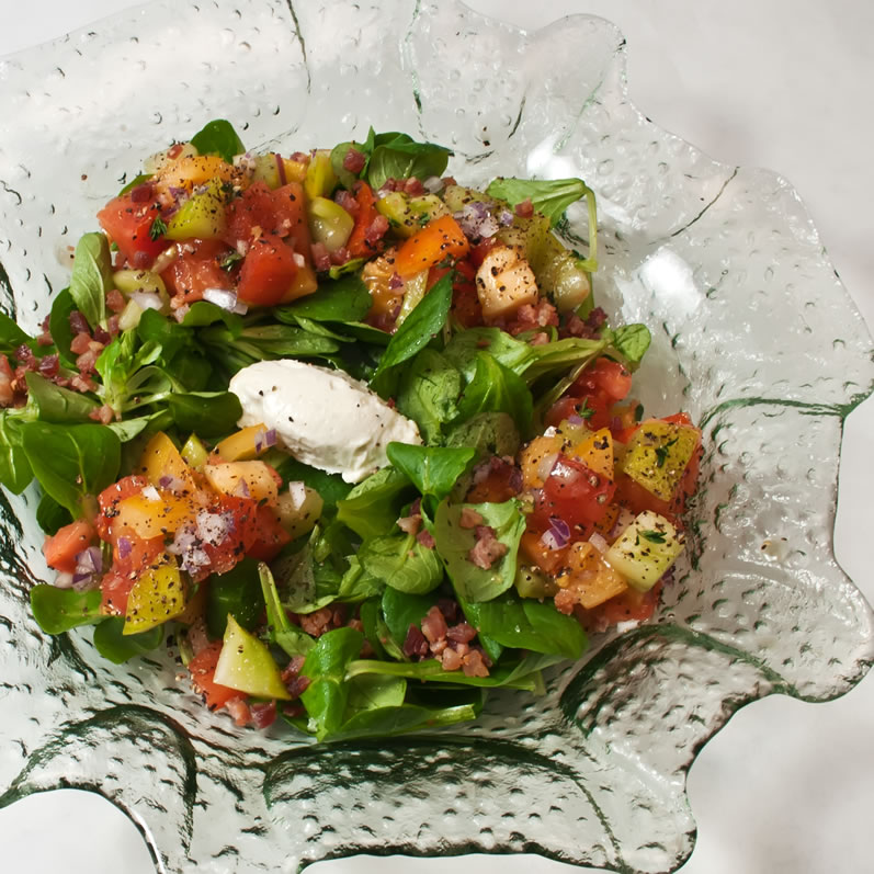 Heirloom Tomato, Walla Walla Sweet Onion & Mâche Salad with Blue Cheese Crema | LunaCafe