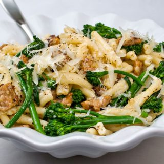 STROZZAPRETI PASTA WITH SPICY ITALIAN SAUSAGE, BROCCOLINI & GARLIC CREMA | LUNACAFE