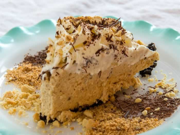 Ought to Be Illegal Butterfinger Pie (No Bake) | LunaCafe