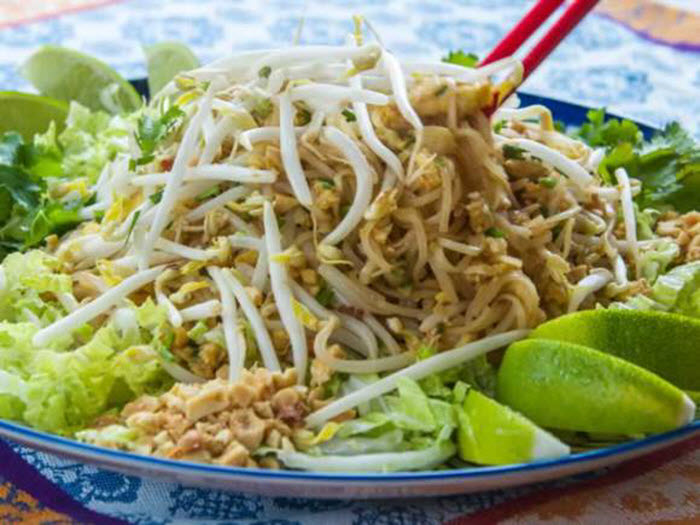 LunaCafe Top Posts 2014: Phat Thai (Stir-Fried Rice Noodles with Tamarind Sauce, Peanuts & Lime)