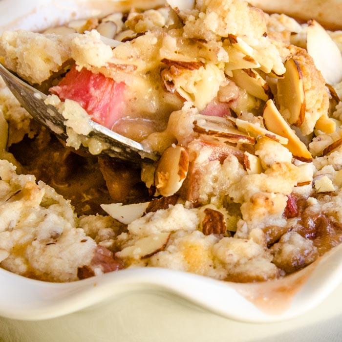 Rhubarb Custard Tart with Almond Streusel | LunaCafe