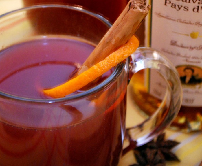 Mulled Apple Cider with Warm Winter Spices, Cayenne, and Hibiscus | LunaCafe